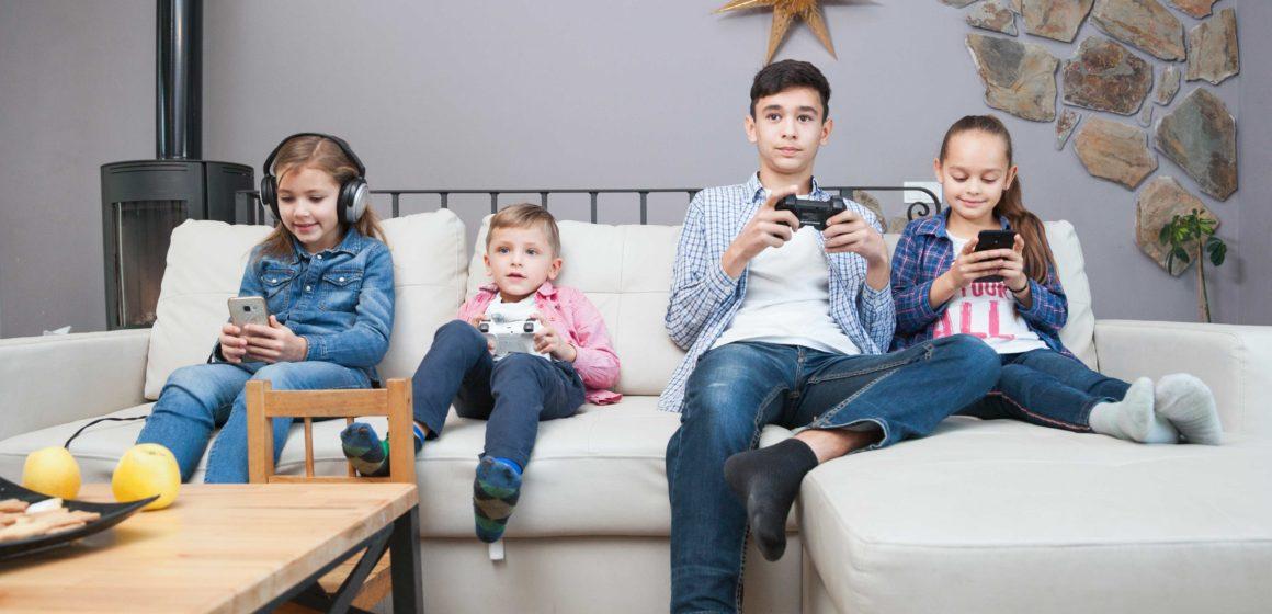 El uso incontrolado de dispositivos electrónicos aumenta el riesgo de sufrir miopía en niños