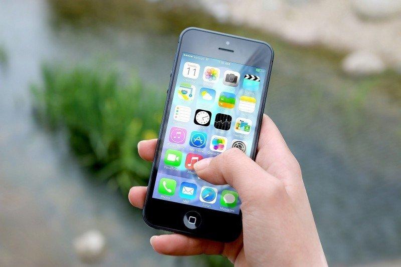 Los españoles dedican 61 horas a la semana a sus teléfonos móviles