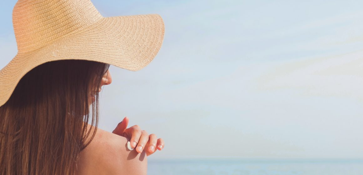El 60% de los españoles sólo utiliza protección solar en la piscina o en la playa en sus vacaciones de verano